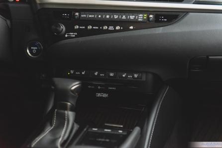 2019 Lexus ES300h-11-2