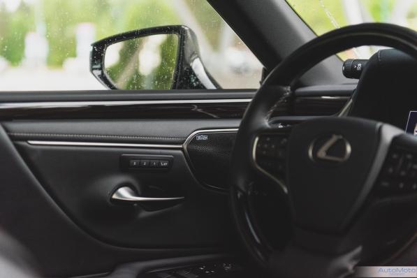 2019 Lexus ES300h-12
