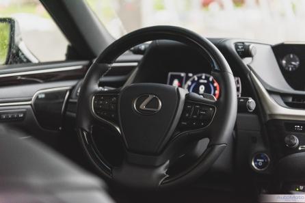 2019 Lexus ES300h-13