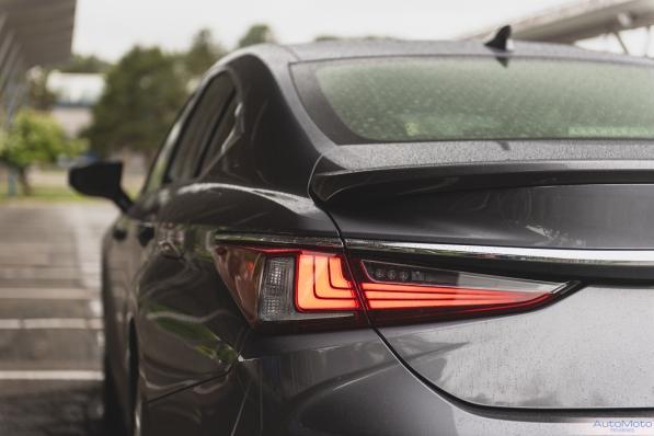 2019 Lexus ES300h-14