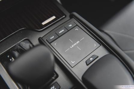 2019 Lexus ES300h-17