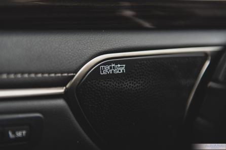 2019 Lexus ES300h-18