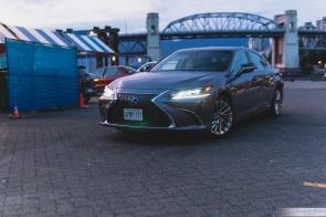 2019 Lexus ES300h-3-2