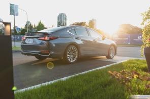 2019 Lexus ES300h-4