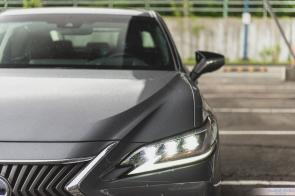 2019 Lexus ES300h-6-3