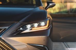 2019 Lexus ES300h-6