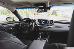 2019 Lexus ES300h-9-3