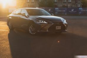 2019 Lexus ES300h-9