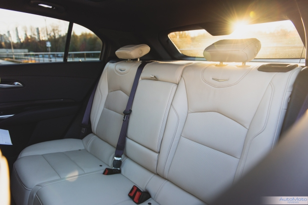 2019 Cadillac XT4-18