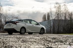 2020 Toyota Prius AWDe-12