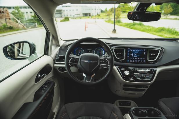 2020 Chrysler Pacifica-31