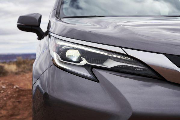 2021_Toyota_Sienna_Platinum_011-scaled